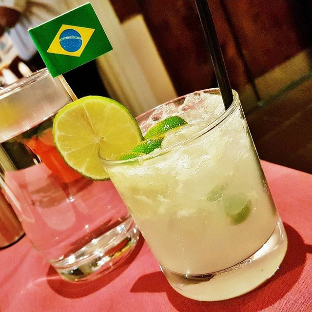 signature drinks caipirinha with weeloy