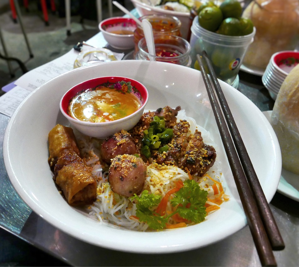 mrs pho Vietnamese eateries with Weeloy