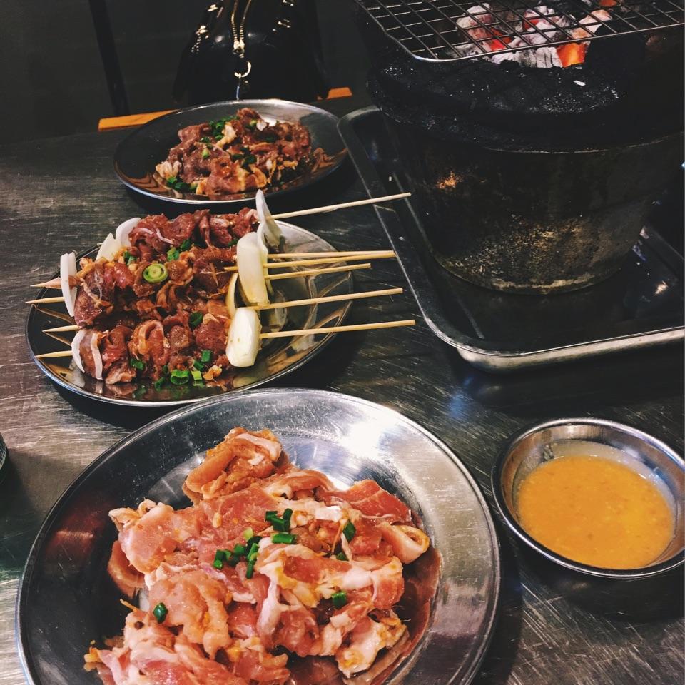 Làng Nuöng Việt Nam Vietnamese eateries with Weeloy