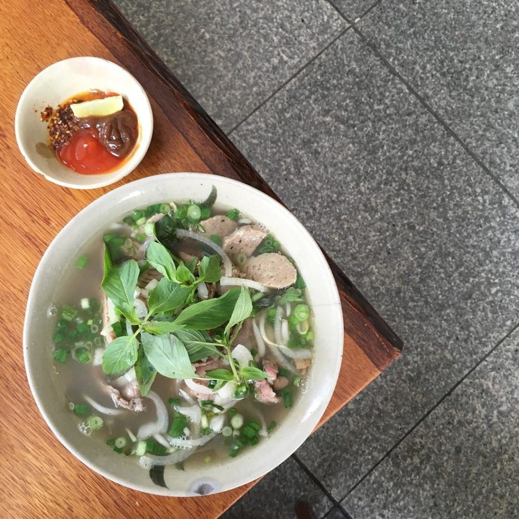 moc quan Vietnamese eateries with Weeloy